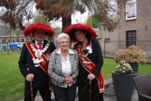 Koningspaar Albert en Petra met moeder en oud-koningin (1981-1982) Jo van den Eijnde – van de Velden.